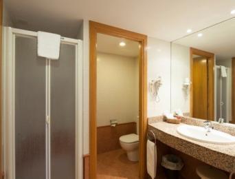 Habitación doble con cama adicional (2 ad + 1 n)
